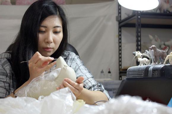 Erika Sanada bei der Arbeit