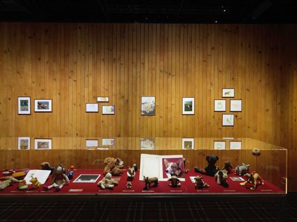 Ausstellungsvitrine Rester vivant, Foto von www.huffingtonpost.fr