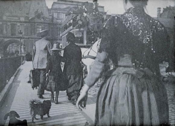 Henri Rivière, Personen, zwei Hunde und ein doppelstöckiger Wagen auf dem Pont d