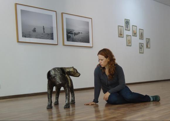 Ausstellungsansicht mit Tanja Fender, 2013, Foto: Natalie Grenzhäuser