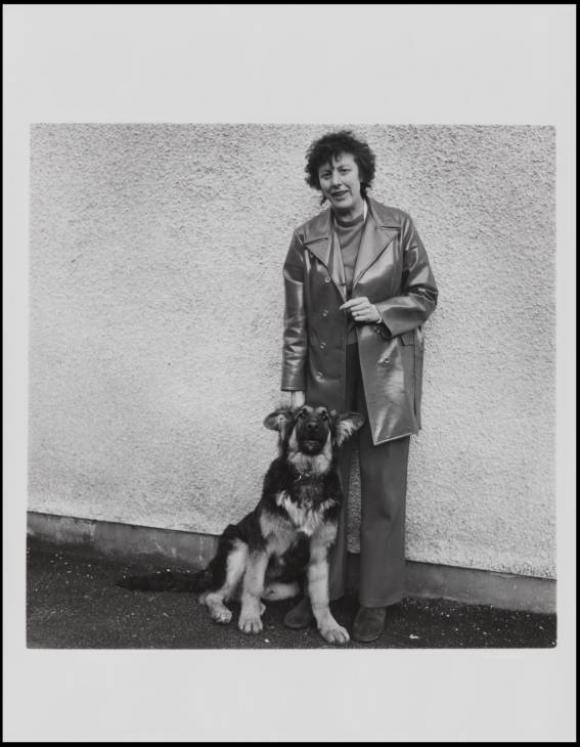 Keith Arnatt, Walking the Dog  1976-79, 1© The estate of Keith Arnatt