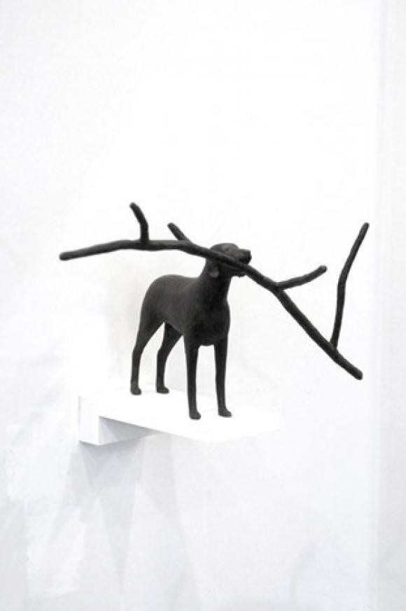 Linnéa Jörpelan: Zweig mit Hund, 2006