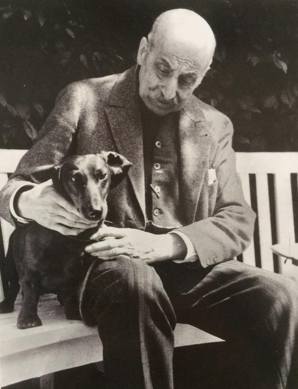 Max Liebermann mit Dackel Männe (1932) © ullstein bild