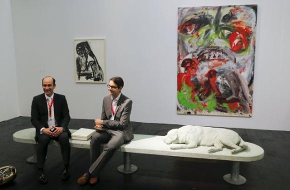 Alberto Garutti und Galerist auf der art cologne 2015, Foto: Wolfgang Rattay, Re