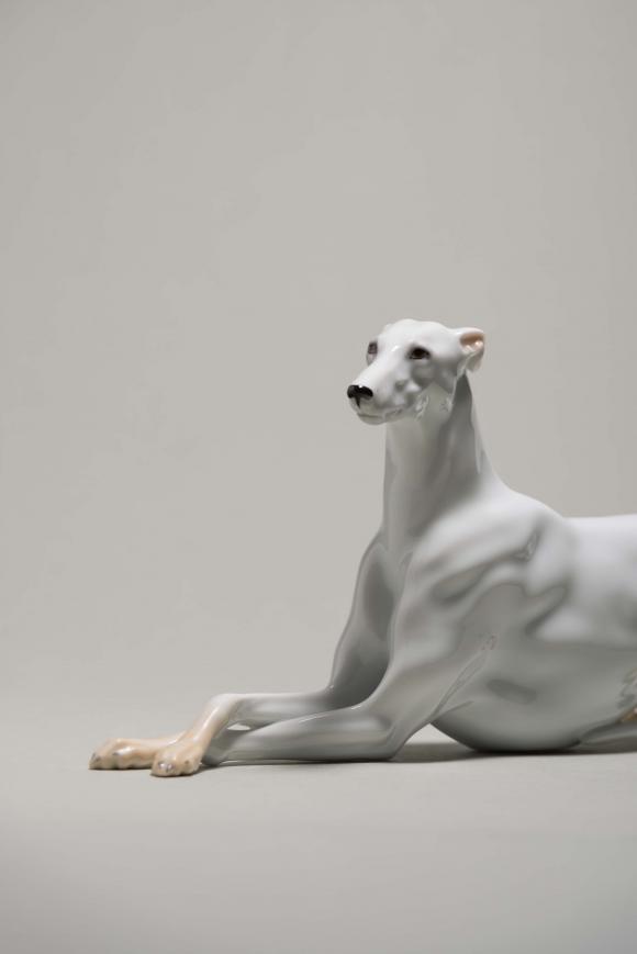 Greyhound, um 1936 von Robert Ullmann © Augarten Museum